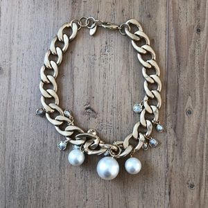 Jewelry - Gold chunky chain necklace with pearl detail